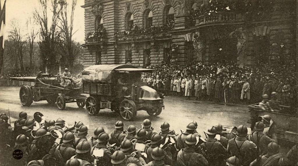 1918 Défilé des troupes françaises, devant le Maréchal Pétain