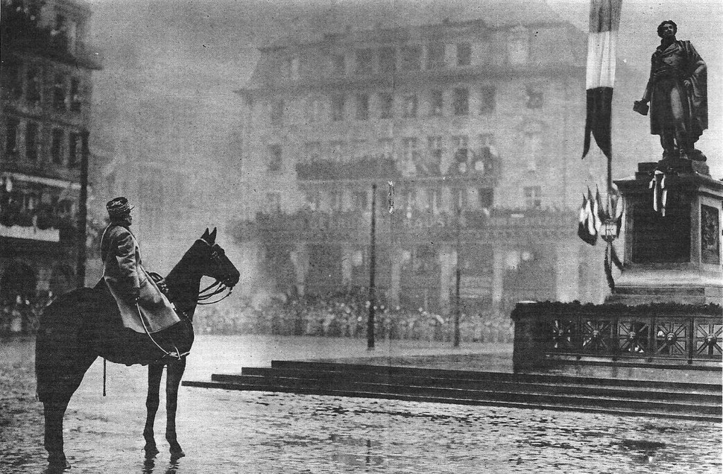 1918 déc - Foch lui fut remis le sabre de Kléber 8 déc 1918