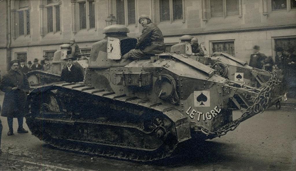 Des tancs [sic] de l'armée française glorieuse à Strasbourg, le 8 déc. 1918