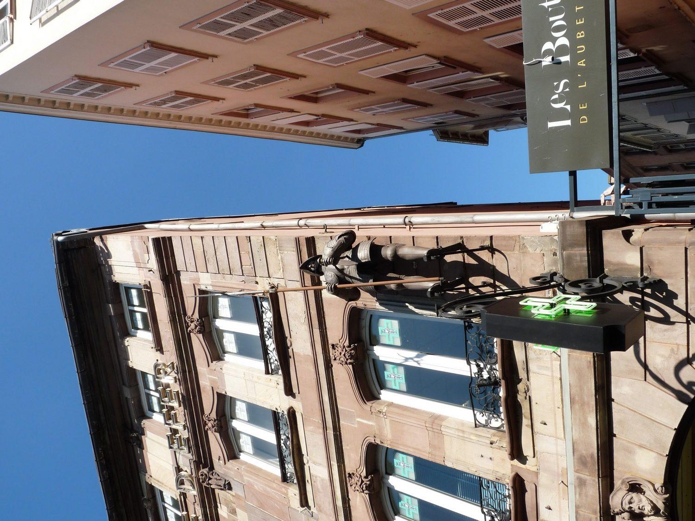 Homme de Fer place statue strasbourg KurioCity
