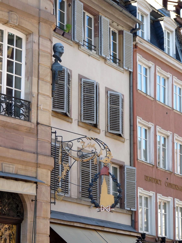 Bonnet phrygien et buste sultzer cathédrale strasbourg