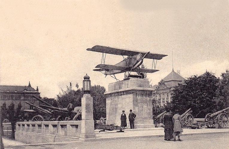 Un avion SUR la Place de la République