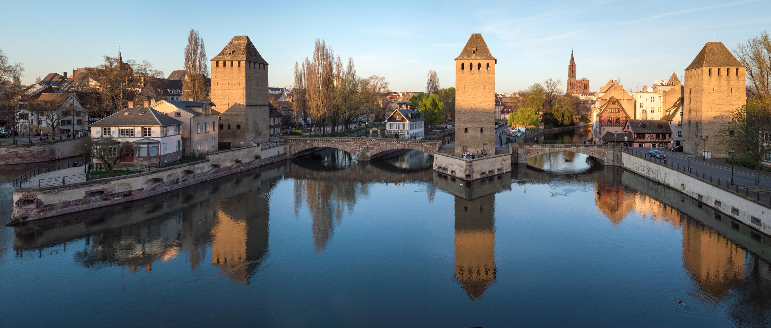 Les trois tours des Ponts Couverts